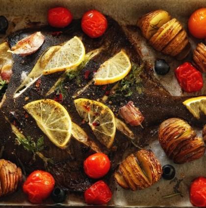 """Płaska ryba pieczona z ziemniakami """"Hasselback"""""""