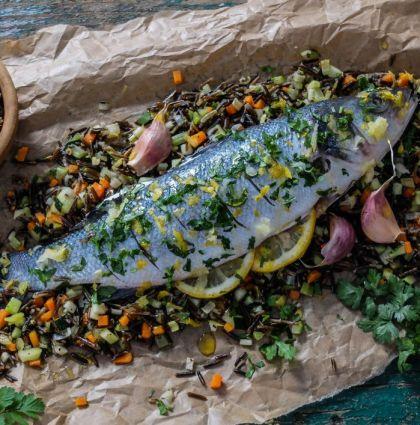 Pyszna dieta. Ryba z warzywami, dzikim ryżem i gremolatą