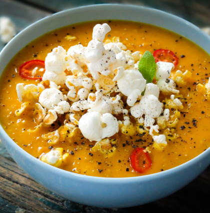 Sezamowy krem z jesiennych warzyw z popcorn'em