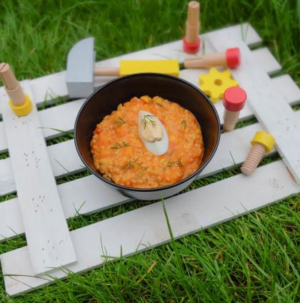 Gęsta zupka z kaszą jaglaną i młodymi warzywami
